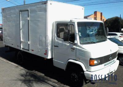 Caminhão – MB 710